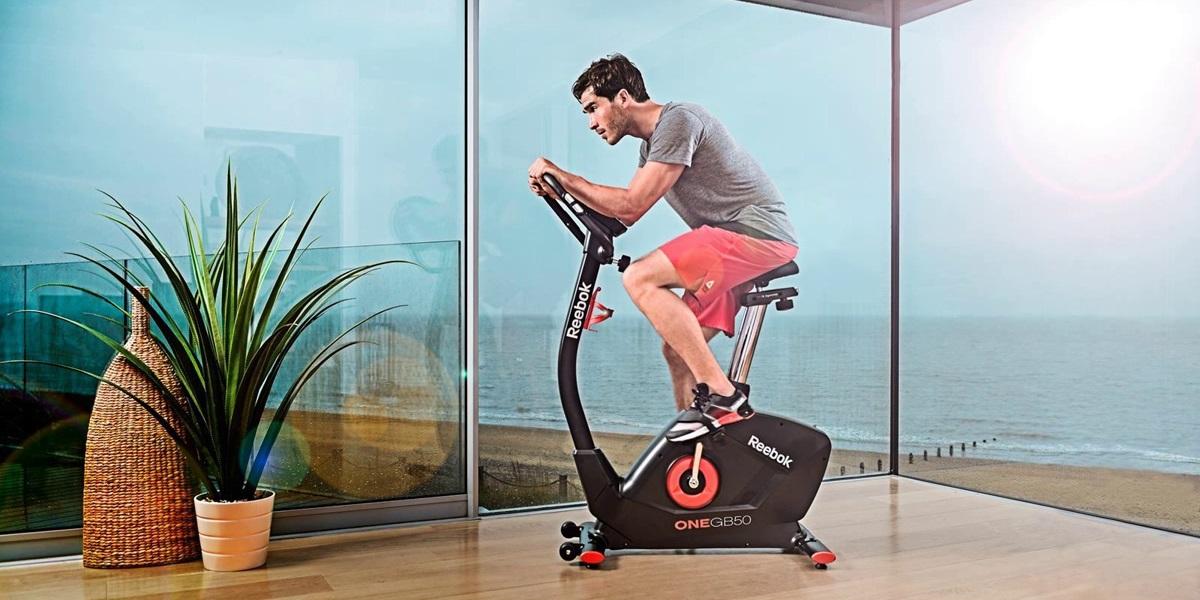 Rowerek stacjonarny: jakie są efekty ćwiczeń i czy przyspiesza odchudzanie?